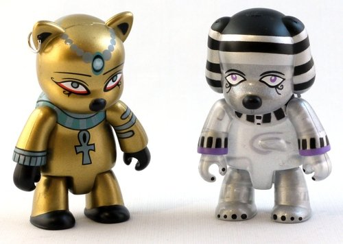 Egypt Cat & Pharaoh Dog (Pearlescent Dog Version) figure by Anna Puchalski, produced by Toy2R. Front view.