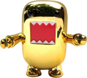 Golden Domo Qee figure by Dark Horse Comics, produced by Toy2R. Front view.
