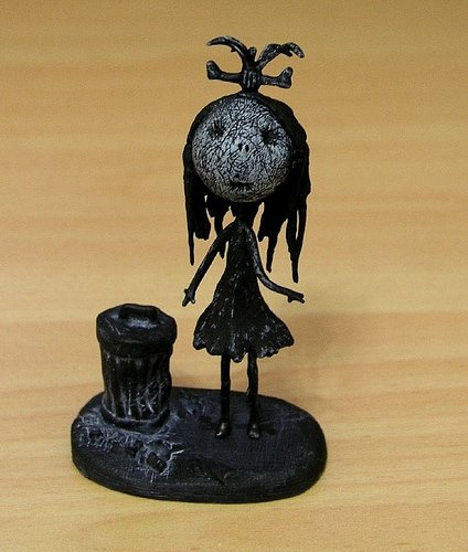 Junk Girl figure by Tim Burton, produced by Dark Horse. Front view.