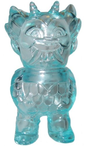 Micro Ojo Rojo - Clear Teal figure by Martin Ontiveros, produced by Gargamel. Front view.