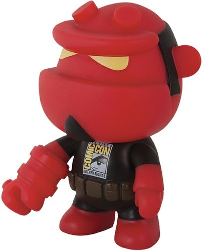Hellboy Mini Qee - SDCC 2013 figure by Mike Mignola, produced by Toy2R. Front view.