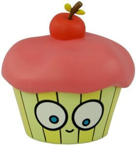 Miss Cupcake figure by Olive47, produced by Dreamland Toyworks. Front view.