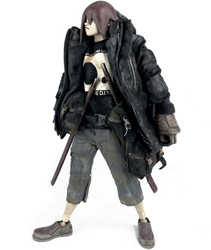 Oroshi 18 figure by Ashley Wood, produced by Threea. Front view.