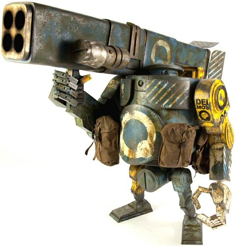 Deimos Heavy Bramble figure by Ashley Wood, produced by Threea. Front view.