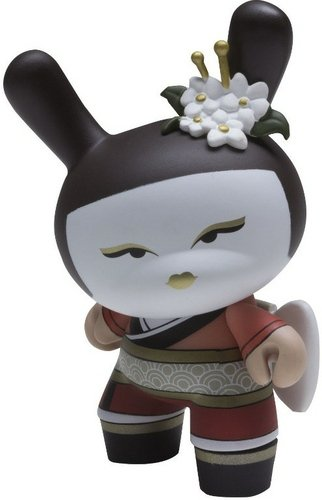 Geisha Madame figure by Huck Gee, produced by Kidrobot. Front view.