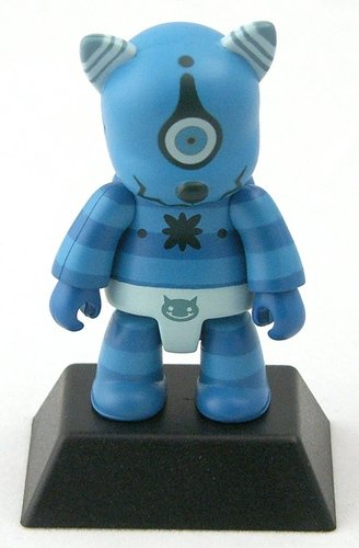 Aooni figure by Akira Yamaguchi, produced by Toy2R. Front view.