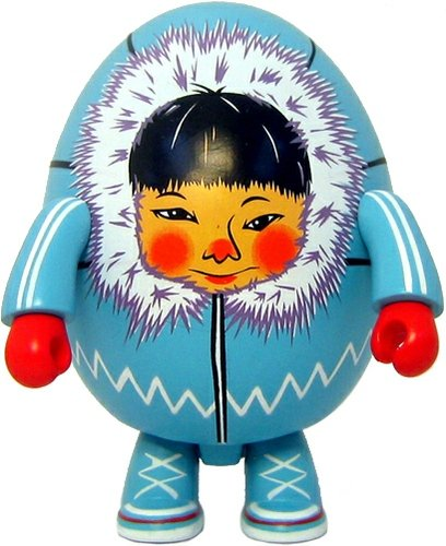 Eskimo figure by Annabelle Hartmann, produced by Toy2R. Front view.