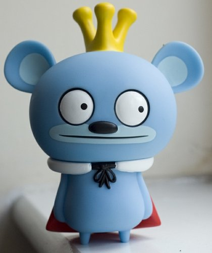 Bossy Bear (3 oclock eyes) figure by David Horvath, produced by Toy2R. Front view.