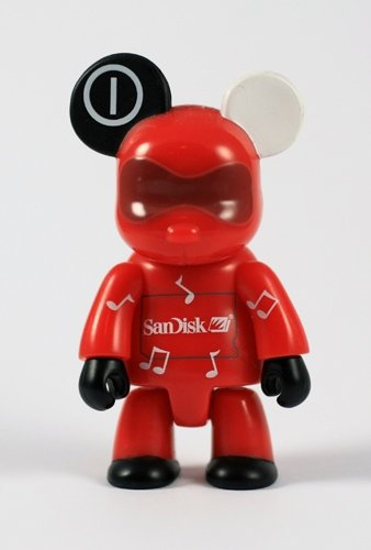 Net Bear figure by San Disk, produced by Toy2R. Front view.