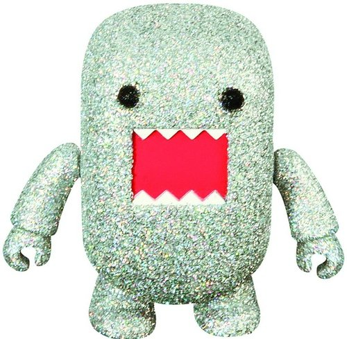 7 Glitter Domo Qee figure by Dark Horse Comics, produced by Toy2R. Front view.