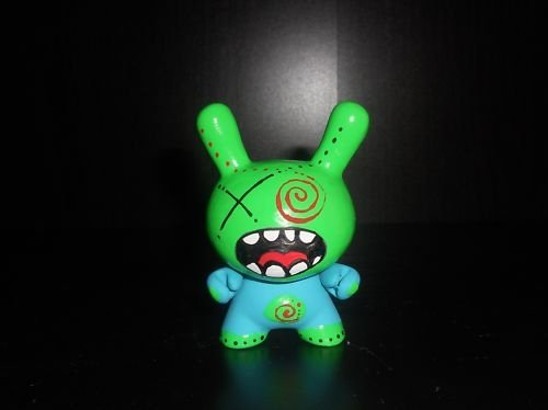 Dunny 2011 - Crazy - Custom figure by Shawn Wigs, produced by Wigalisious. Front view.