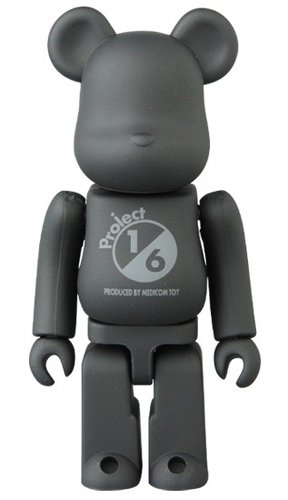 TONE ON TONE BLACK BE@RBRICK 100% figure, produced by Medicom Toy. Front view.