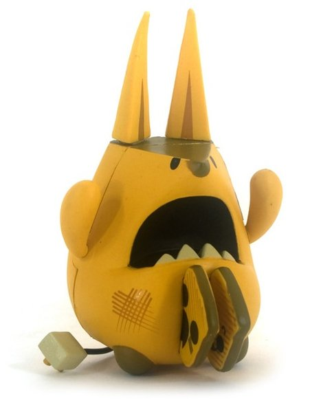 Tummy Toaster Terror  figure by Peskimo, produced by Kidrobot. Front view.