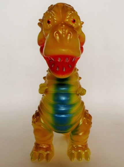 Tyranbo (チラボ) figure by Hiramoto Kaiju, produced by Cojica Toys. Front view.