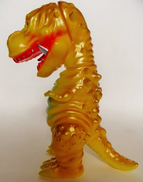 Tyranbo (チラボ) figure by Hiramoto Kaiju, produced by Cojica Toys. Side view.