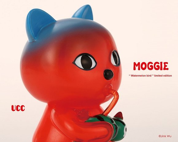 UCC Moggie Summer Version (watermelon) figure by Jink Wu, produced by Unusual Creation Club. Side view.