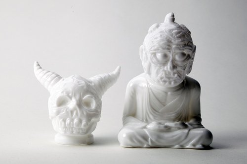 WHITE UNPAINTED ALAVAKA BODHISATTVA figure by Toby Dutkiewicz, produced by DevilS Head Productions. Front view.