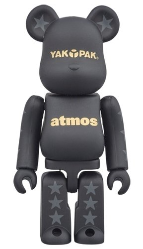 YAKPAK×atmos BE@RBRICK figure, produced by Medicom Toy. Front view.