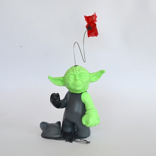 Yoda Possessed (Green) figure by Dave Bondi, produced by Dave Bondi Art. Front view.